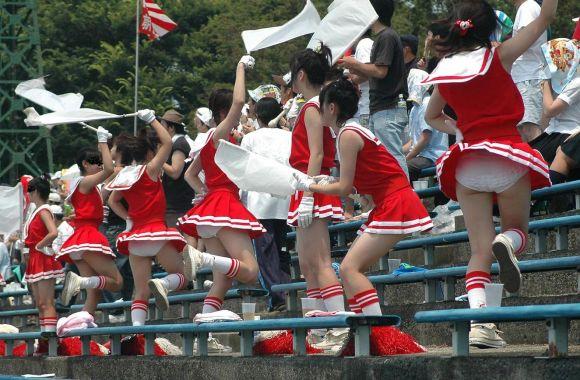甲子園jkチアガール下着を逆さ盗撮するオマイラ画像6枚目