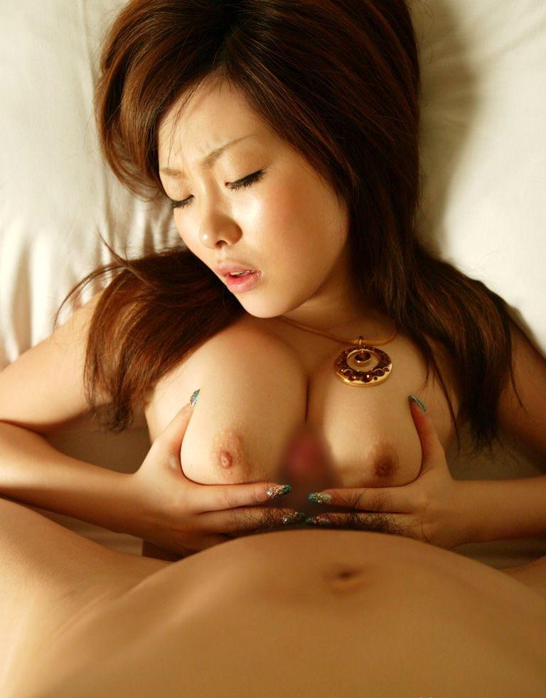 巨乳若妻の谷間で乳内射精パイズリ不倫のエロ画像16枚目