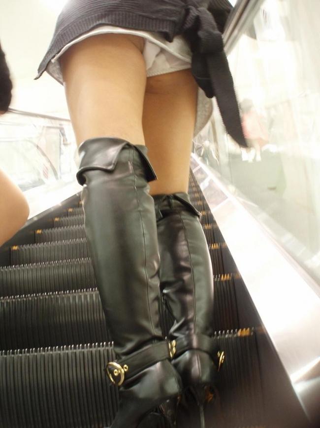 休日の私服jk街撮り階段下から下着盗撮エロ画像7枚目