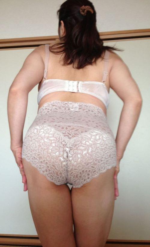 カップレスブラで不倫する下着姿の熟女エロ画像7枚目