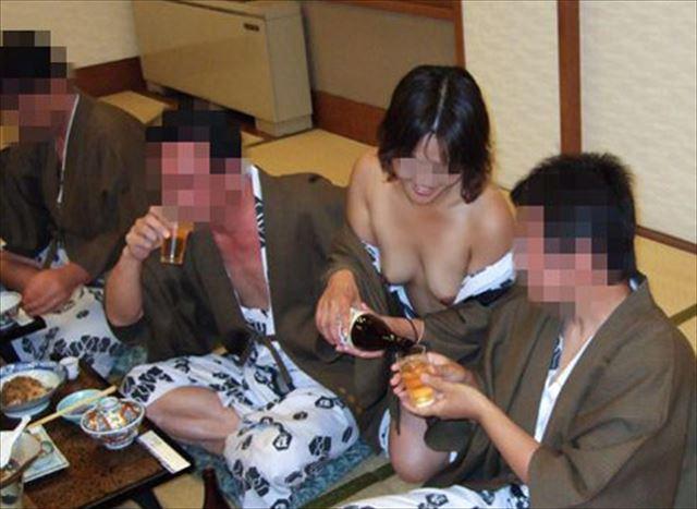 売春島で盗撮されたピンクコンパニオンの痴態本番エロ画像15枚目