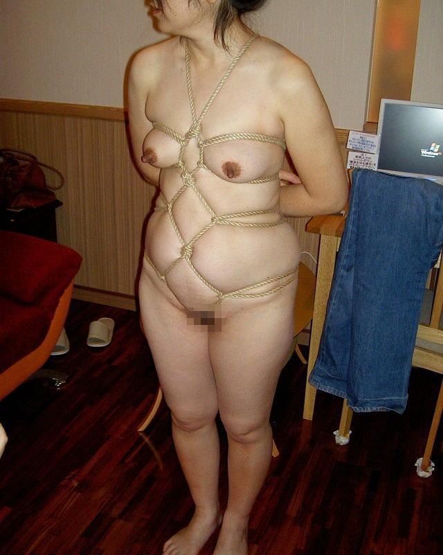 緊縛拘束調教される若妻のラブホ不倫撮り流出エロ画像6枚目