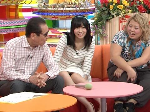 元AKB48指原のミニスカ三角パンチラまん毛盗撮エロ画像1枚目