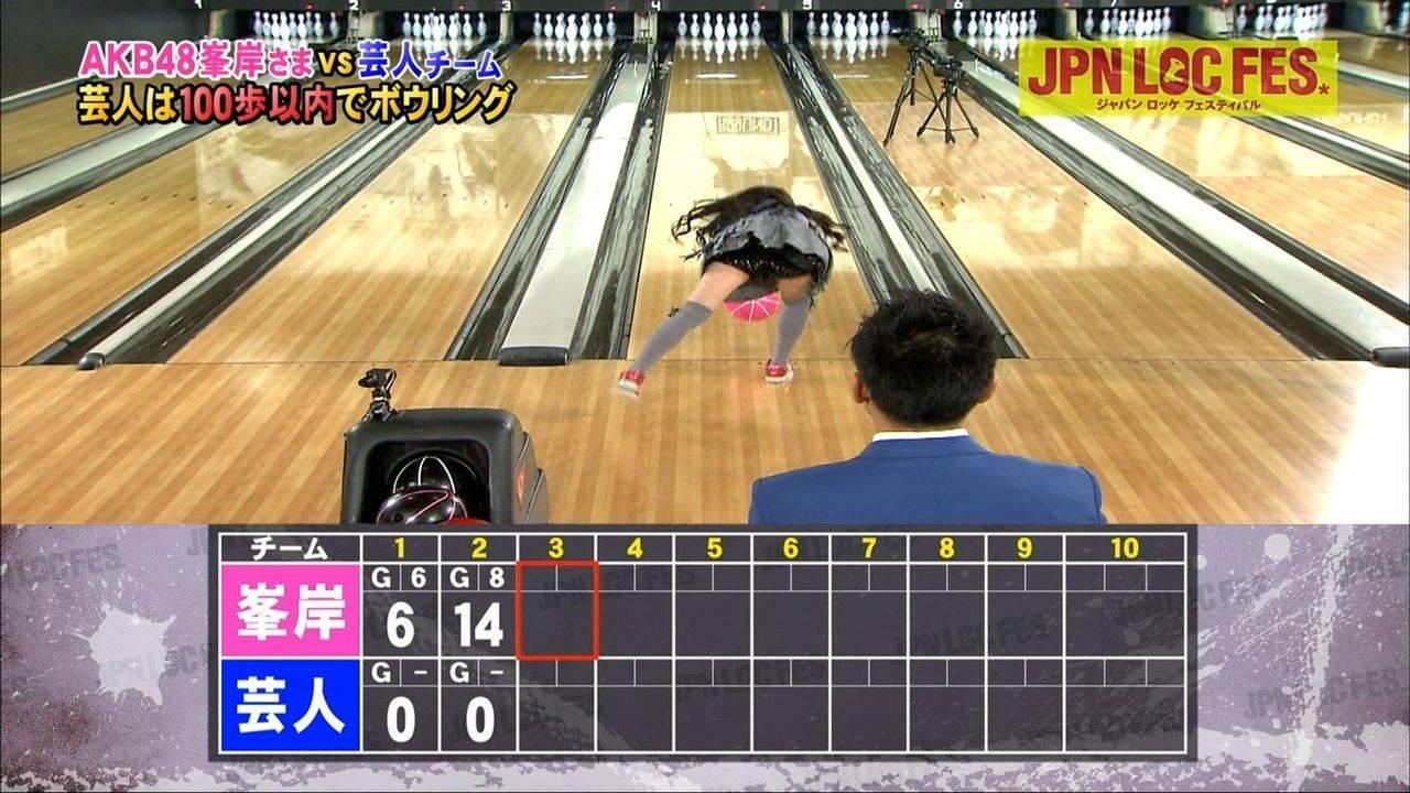 元AKB48指原のミニスカ三角パンチラまん毛盗撮エロ画像2枚目