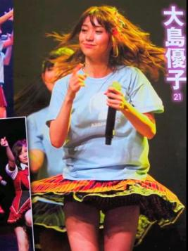 元AKB48指原のミニスカ三角パンチラまん毛盗撮エロ画像3枚目