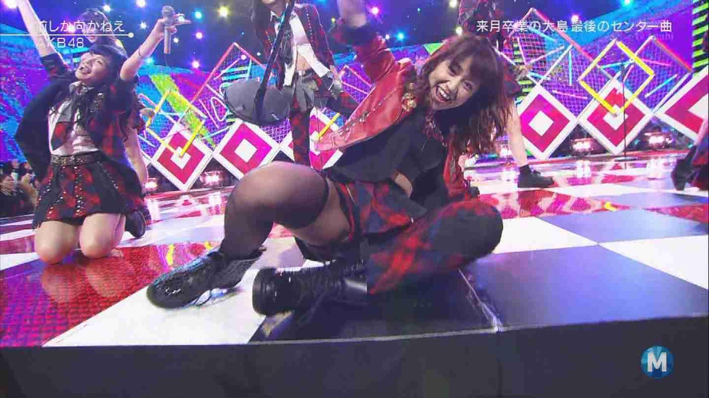 元AKB48指原のミニスカ三角パンチラまん毛盗撮エロ画像5枚目