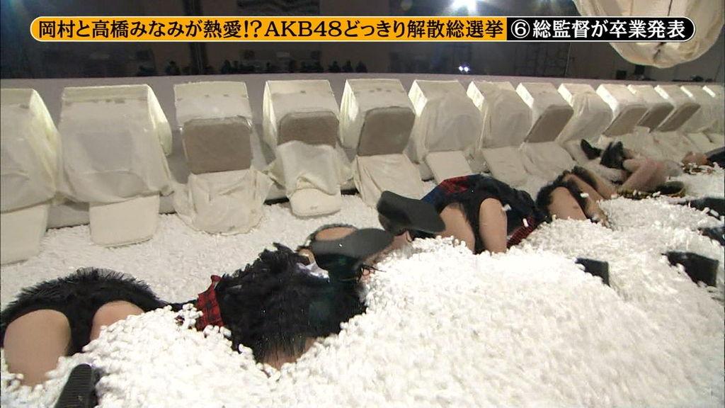 元AKB48指原のミニスカ三角パンチラまん毛盗撮エロ画像7枚目