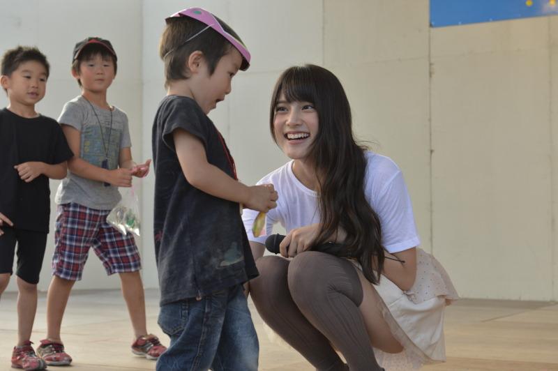 元AKB48指原のミニスカ三角パンチラまん毛盗撮エロ画像13枚目
