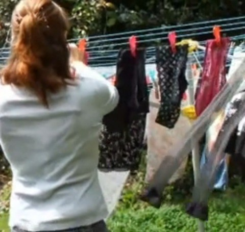 ベランダで派手な下着を干す姉の姿を盗撮したエロ画像7枚目