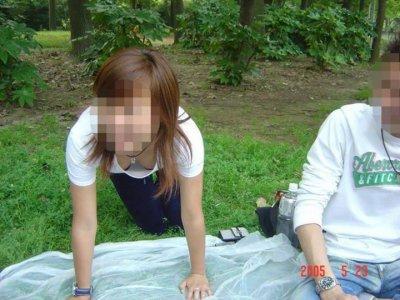 ダブル顔女子大生の浮きブラとおっぱい乳首ポロリエロ画像3枚目