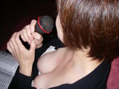 ダブル顔女子大生の浮きブラとおっぱい乳首ポロリエロ画像12枚目