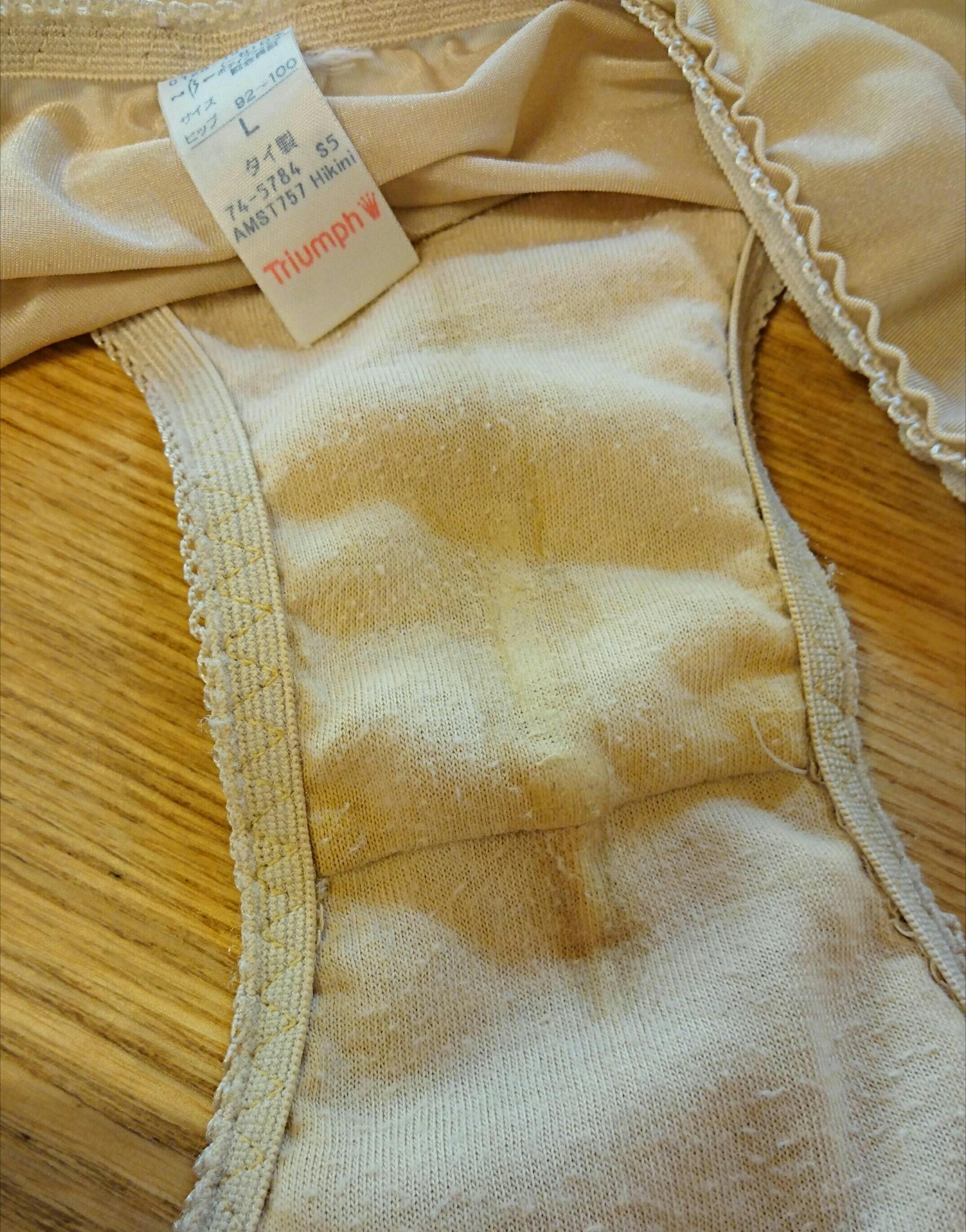 洗濯前の処女jk妹のスポブラと純白パンティ下着エロ画像2枚目