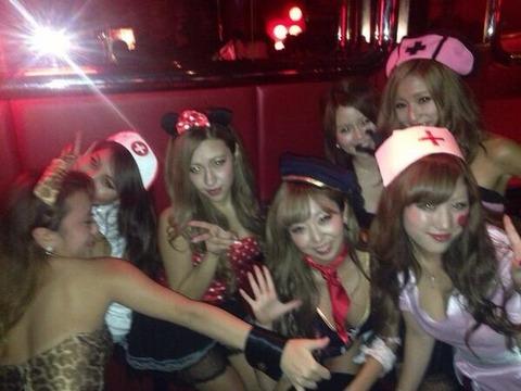 ハロウィン渋谷で全裸エロコス素人娘エロ画像2枚目