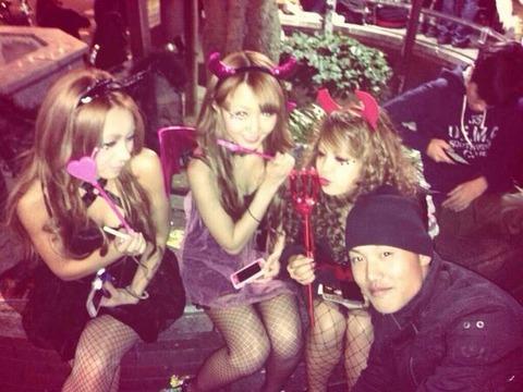 ハロウィン渋谷で全裸エロコス素人娘エロ画像7枚目