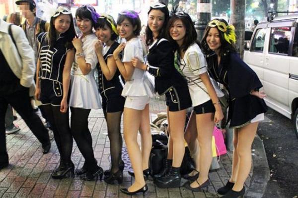 ハロウィン渋谷で全裸エロコス素人娘エロ画像9枚目