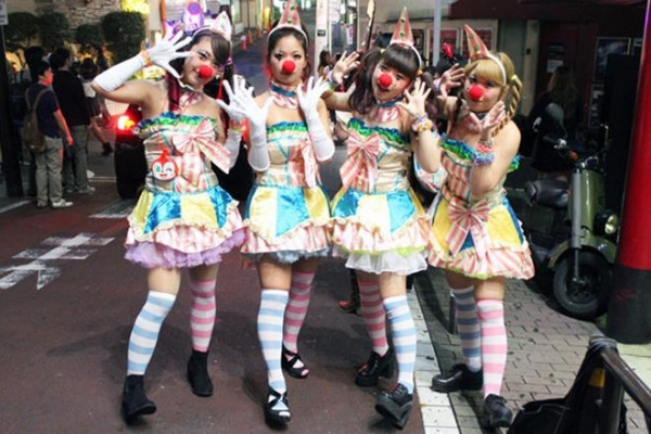 ハロウィン渋谷で全裸エロコス素人娘エロ画像10枚目