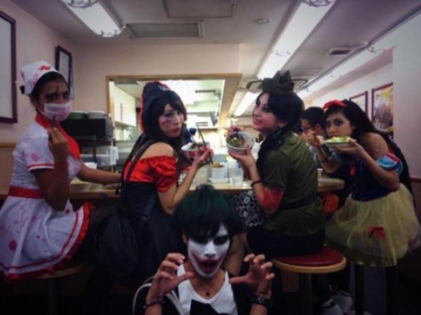 ハロウィン渋谷で全裸エロコス素人娘エロ画像13枚目