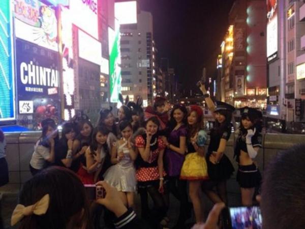 ハロウィン渋谷で全裸エロコス素人娘エロ画像15枚目