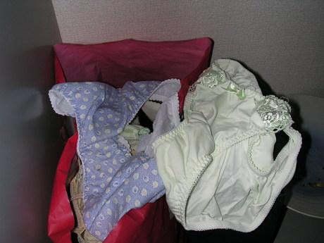 巨乳女子大生な姉のタンスの中の下着盗撮流出エロ画像10枚目