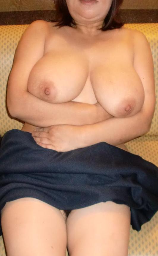 ラブホで不倫する巨乳パイパン若妻や熟女のエロ画像9枚目