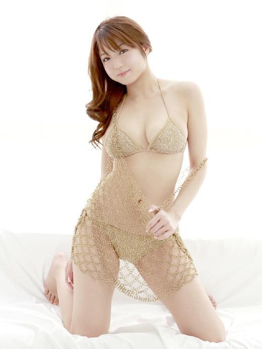 ノーブラ乳首ポロリ中村静香のお宝ハプニングエロ画像3枚目