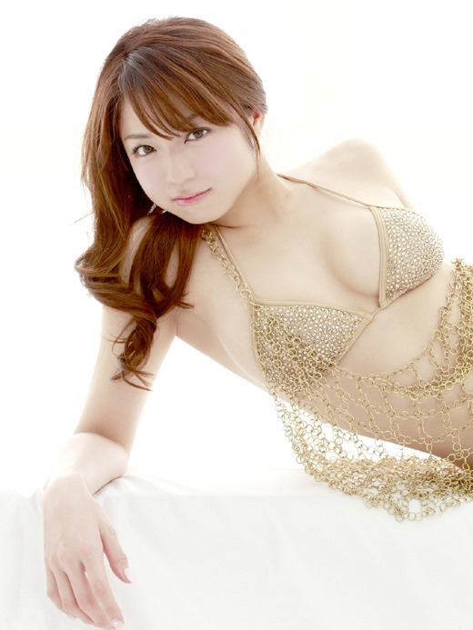 ノーブラ乳首ポロリ中村静香のお宝ハプニングエロ画像4枚目