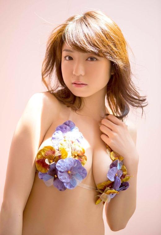 ノーブラ乳首ポロリ中村静香のお宝ハプニングエロ画像7枚目