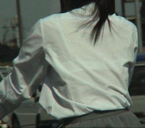 透けブラジャーjkや胸チラjkの街角盗撮エロ画像7枚目