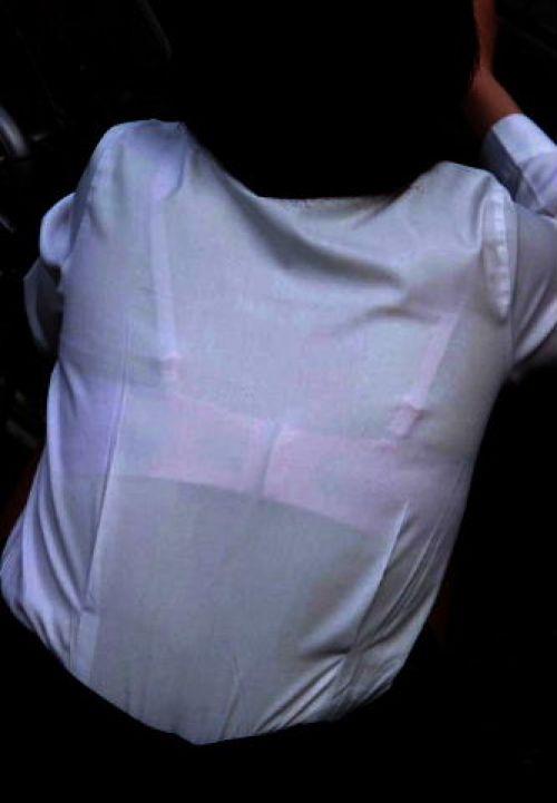 透けブラジャーjkや胸チラjkの街角盗撮エロ画像13枚目