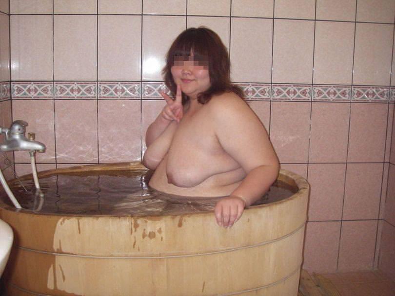 デブス貧乳で剛毛な素人セフレハメ撮り流出エロ画像3枚目