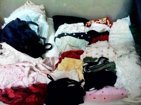 タンスの中の姉妹の下着を近親相姦盗撮したエロ画像9枚目