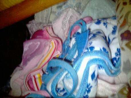 タンスの中の姉妹の下着を近親相姦盗撮したエロ画像10枚目