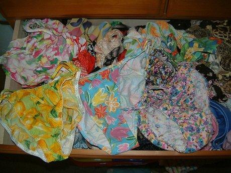 タンスの中の姉妹の下着を近親相姦盗撮したエロ画像13枚目