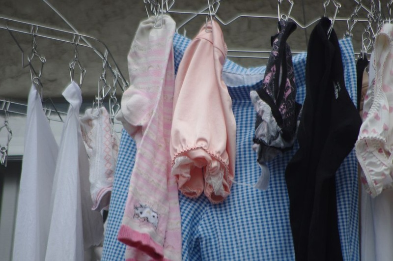 jk妹のベランダの水玉ロリパンツ下着盗撮エロ画像7枚目
