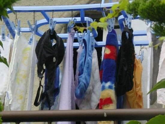 jk妹のベランダの水玉ロリパンツ下着盗撮エロ画像13枚目