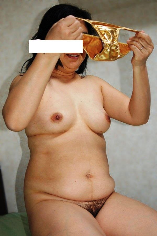 老婆のフルバックサテンパンティ巨尻下着姿エロ画像3枚目