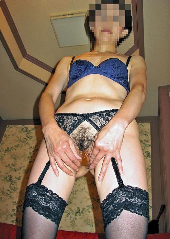 老婆のフルバックサテンパンティ巨尻下着姿エロ画像9枚目