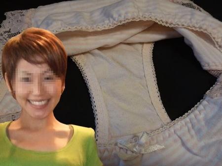 顔出しjk妹のクロッチシミ付きロリパンツ盗撮エロ画像6枚目