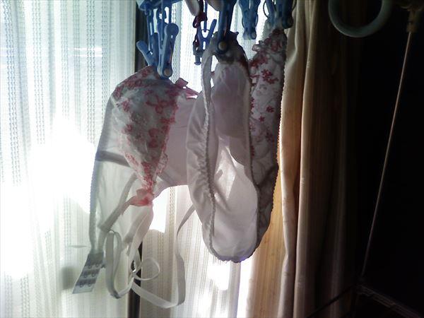 下の階のベランダに干された女子大生の下着盗撮画像4枚目