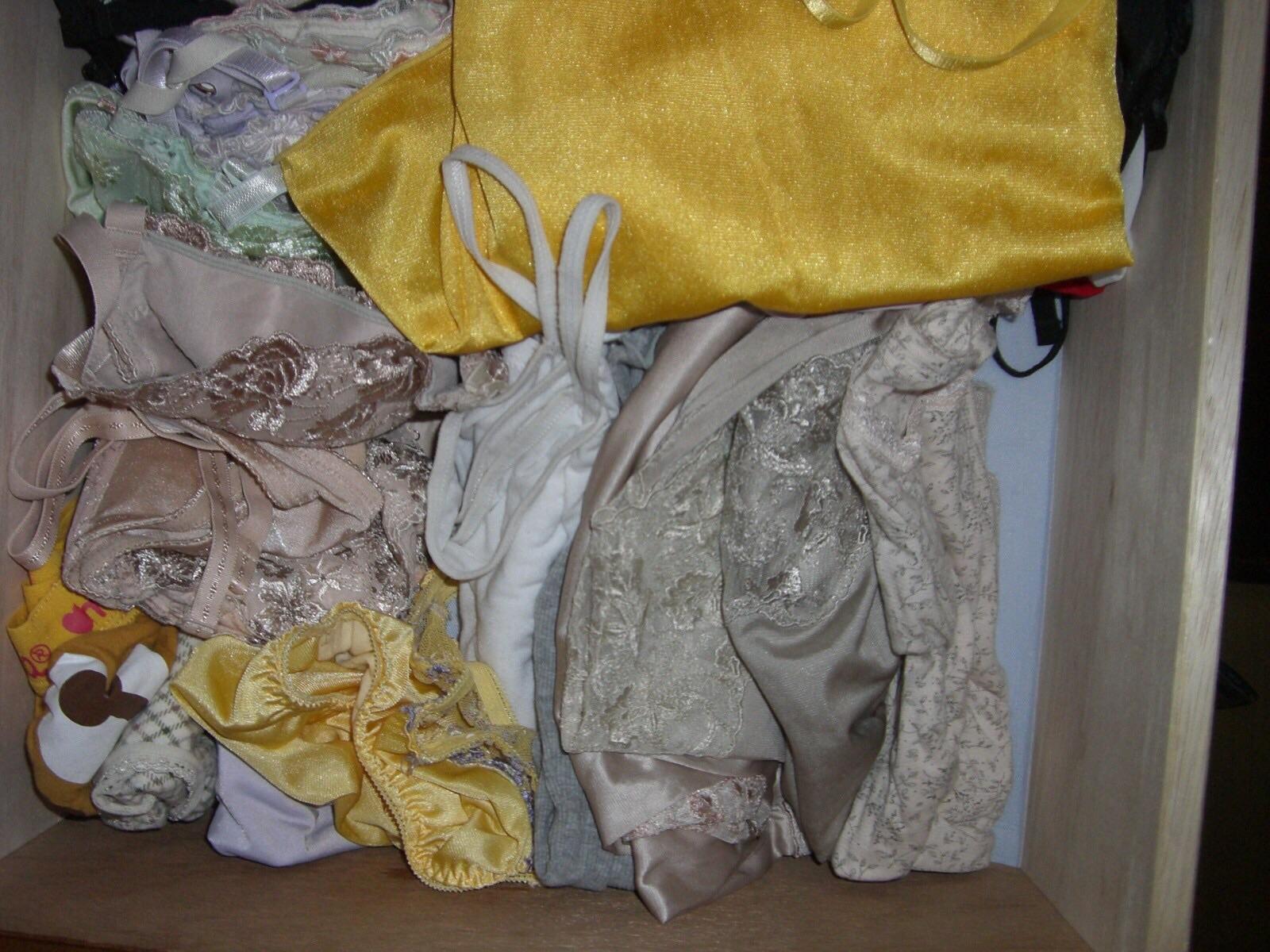 水色のブラがエロいjk妹のタンスの中の下着盗撮エロ画像6枚目