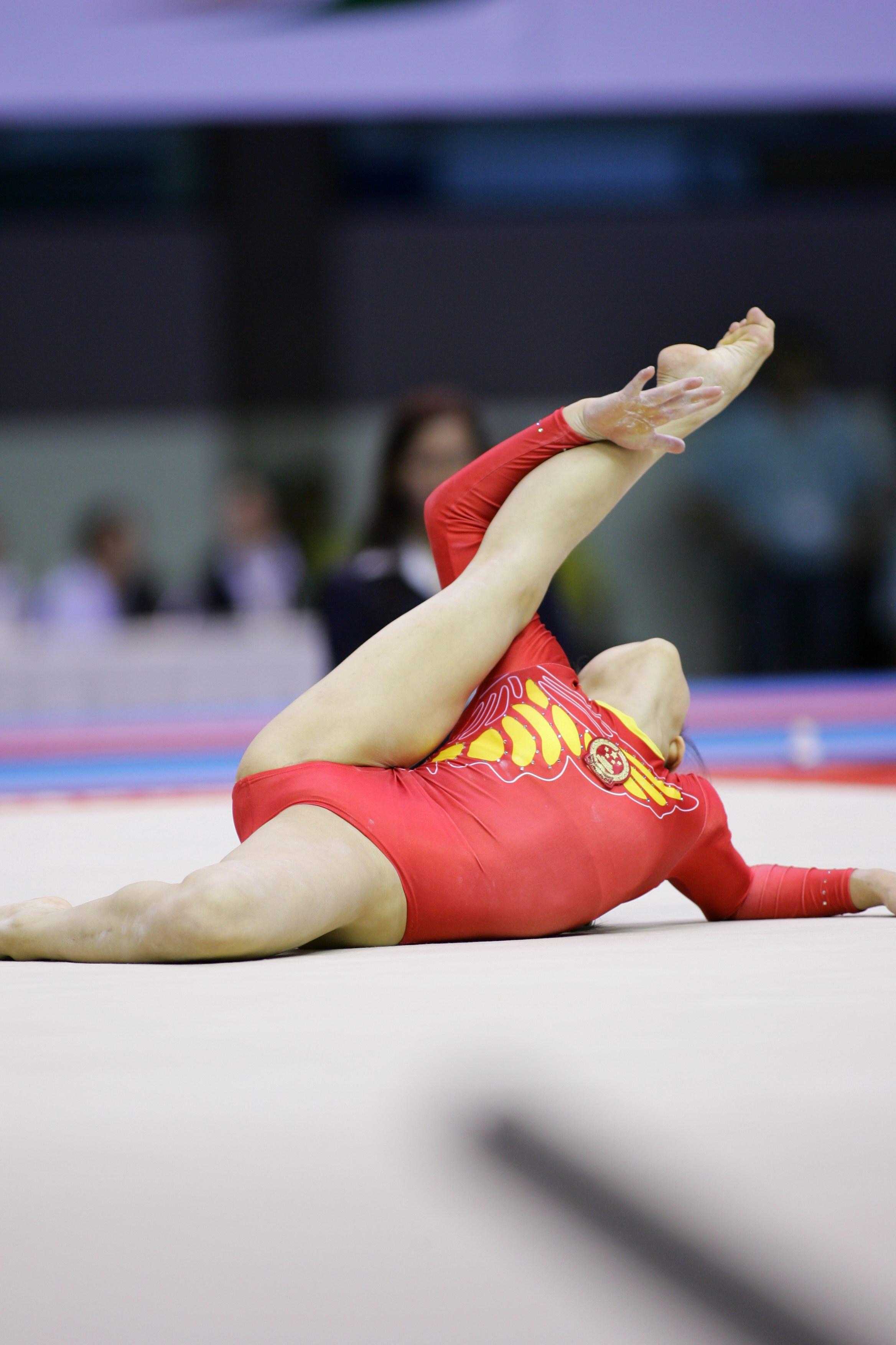 新体操のハイレグレオタードがおまんこくぱぁエロ画像11枚目