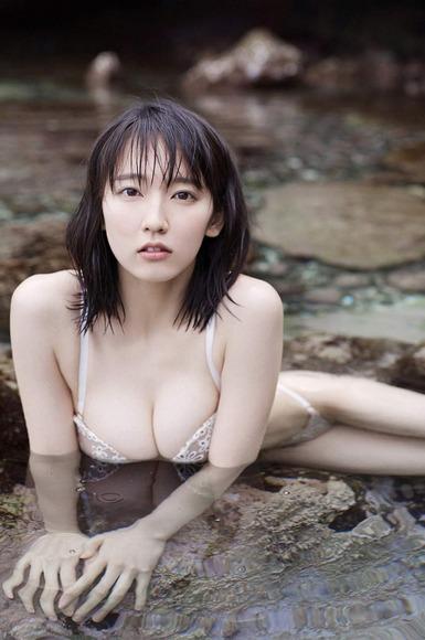 吉岡里帆ちゃんの巨乳おっぱいエロいまとめエロ画像5枚目