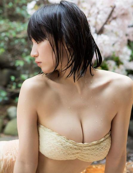 吉岡里帆ちゃんの巨乳おっぱいエロいまとめエロ画像6枚目