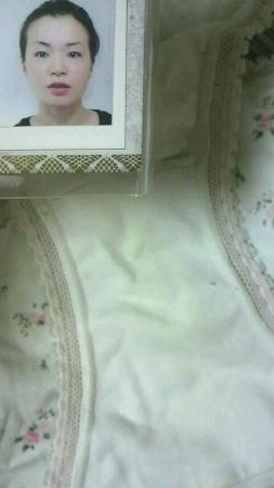 顔出し女子大生姉のクロッチシミ下着でオナニーエロ画像3枚目