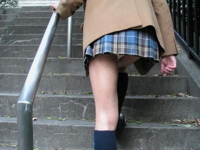 援交淫乱ギャルjkが階段下で下着を盗撮されたエロ画像11枚目