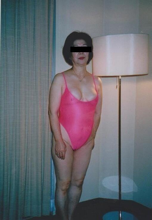 下着姿でオナニーアクメするデブ熟女の不倫エロ画像15枚目