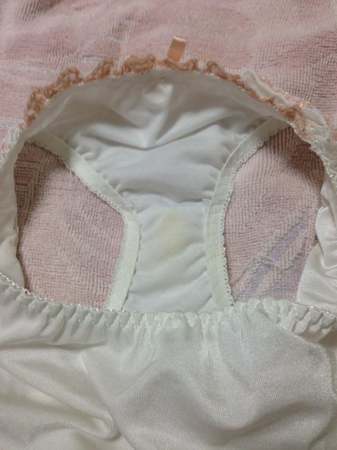 洗濯前の汚れたクロッチがエロい姉の下着盗撮エロ画像8枚目