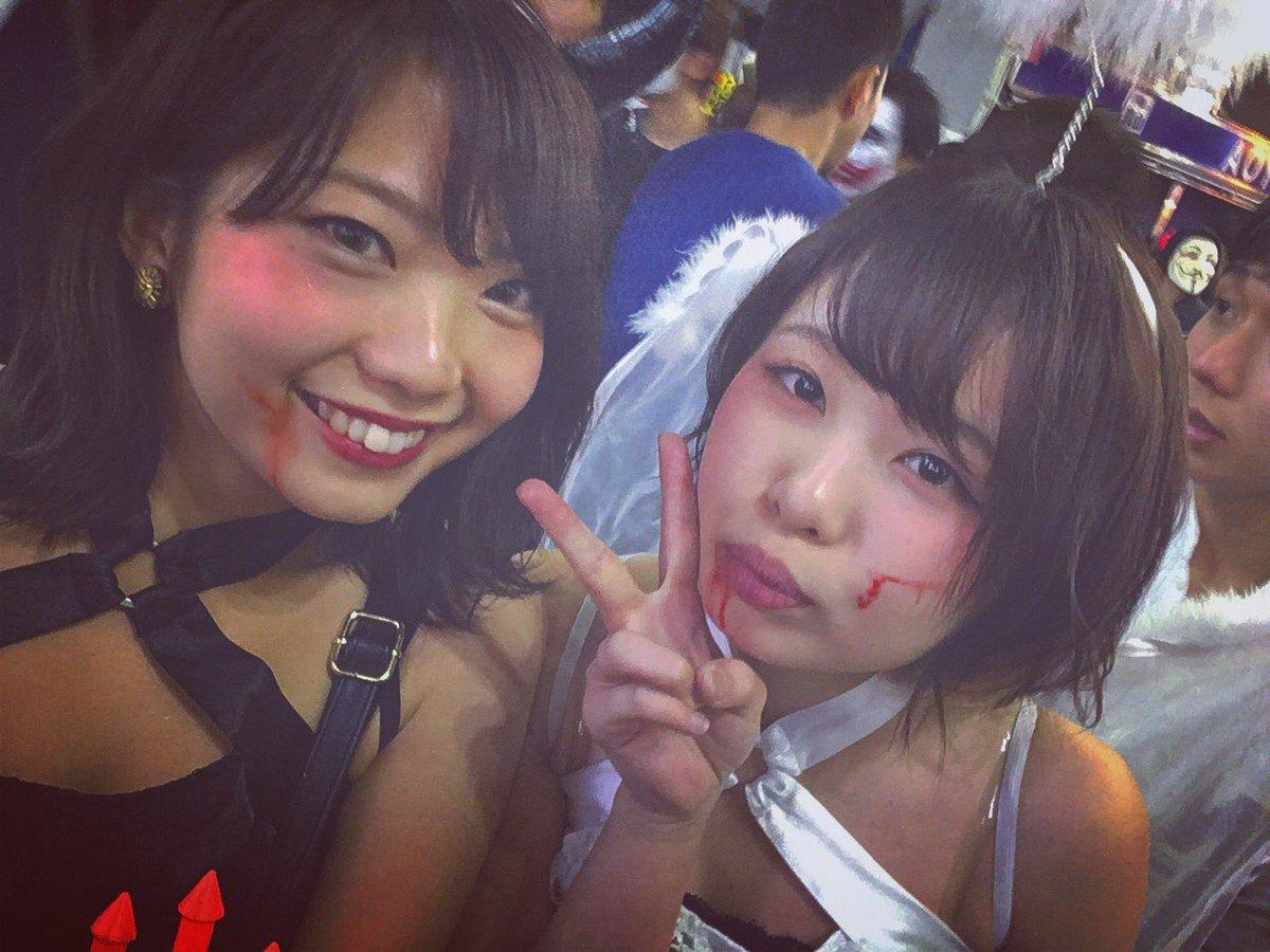 渋谷で自撮りするオフパコハロウィンjk胸チラエロ画像6枚目