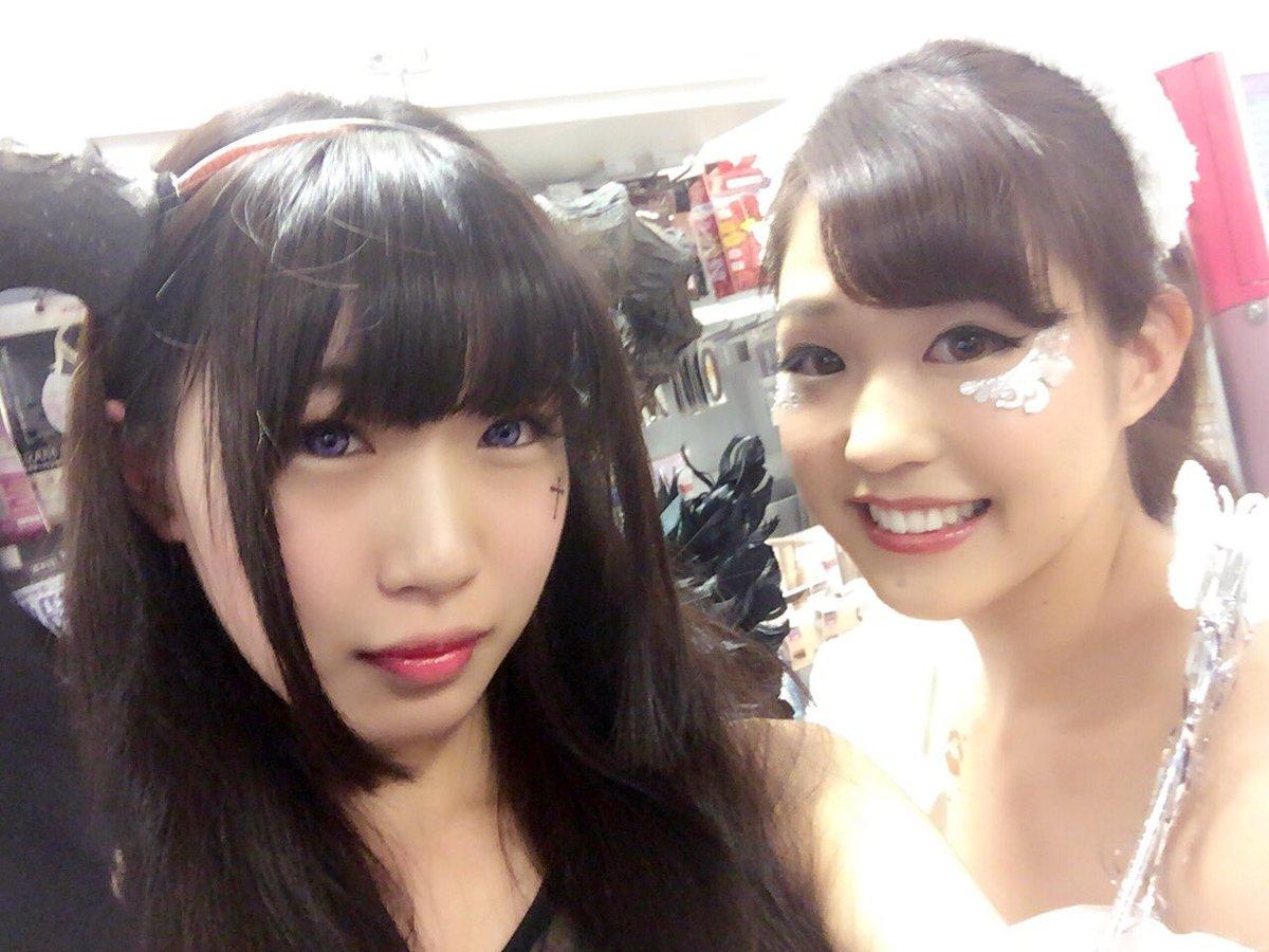 渋谷で自撮りするオフパコハロウィンjk胸チラエロ画像9枚目