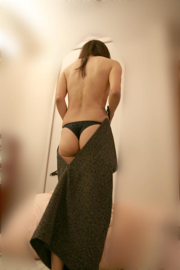 不倫現場で巨乳人妻がハメ撮りを楽しむ淫乱エロ画像16枚目